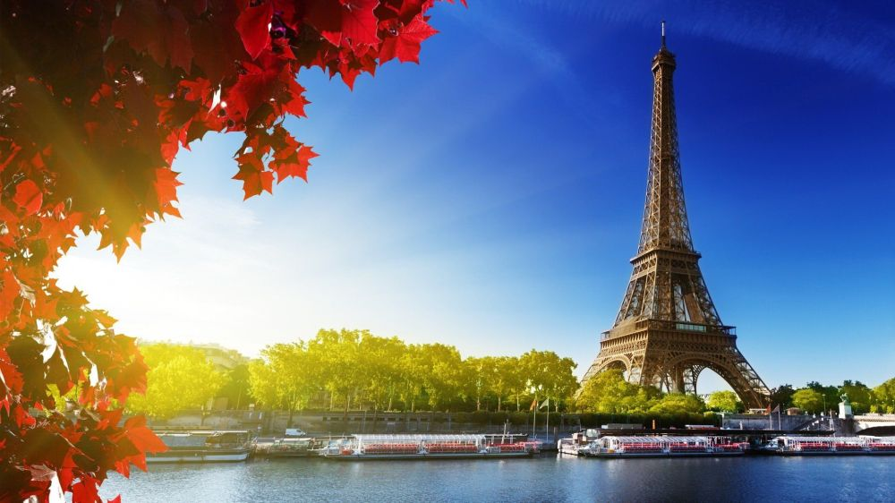 Eiffel-Tower-Paris-France-Autumn-Wallpaper.jpg
